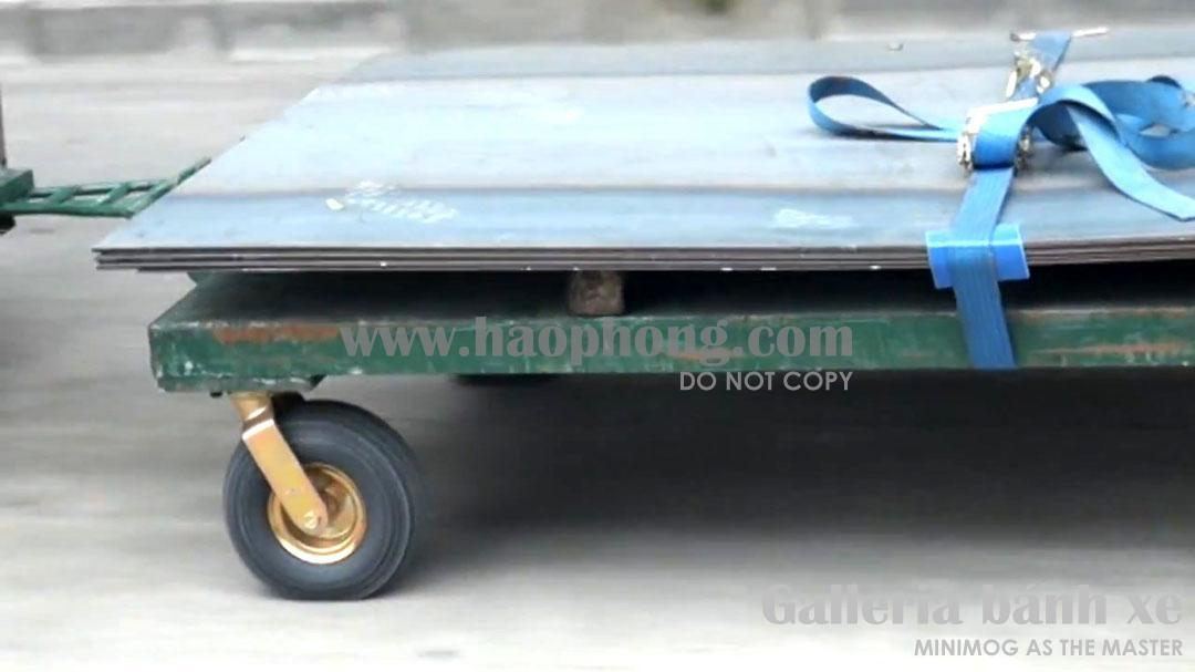 Bánh xe cao su lốp hơi phải chạy với tốc độ 25km/h, kéo bằng đầu máy xe nâng